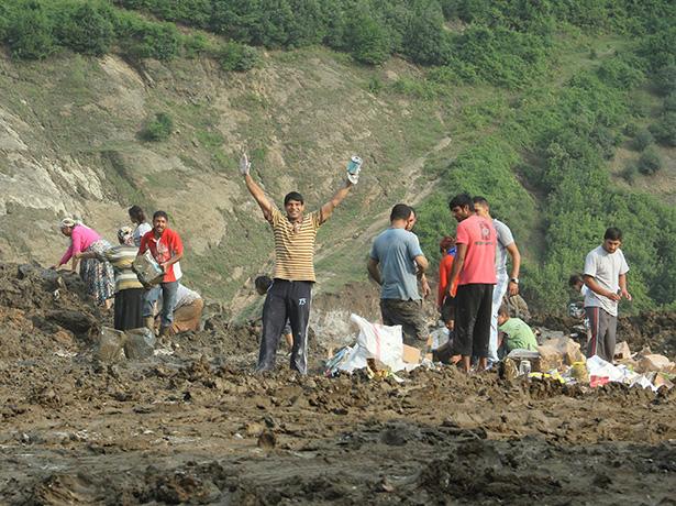 Selden zarar gören gıdalar çöplükte yağmalandı galerisi resim 8