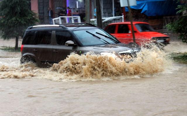 Orduda Sağanak Yağış Hayatı Olumsuz Etkiledi! galerisi resim 1