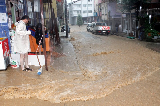 Orduda Sağanak Yağış Hayatı Olumsuz Etkiledi! galerisi resim 4