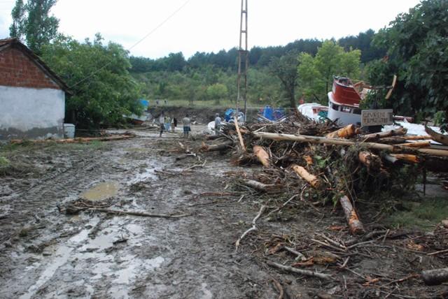 Sinopta Aşırı yağış hayatı durdurdu! galerisi resim 10
