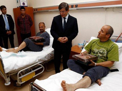 Davutoğlundan yaralı polislere Kuran ve bayrak galerisi resim 5
