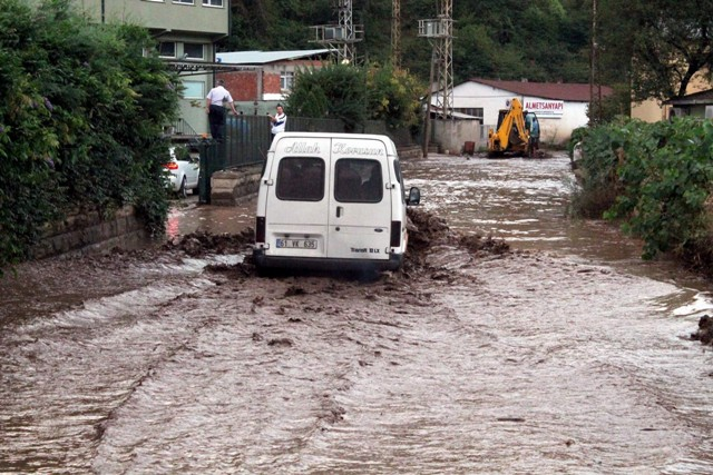 Trabzonda sel felaketi galerisi resim 17