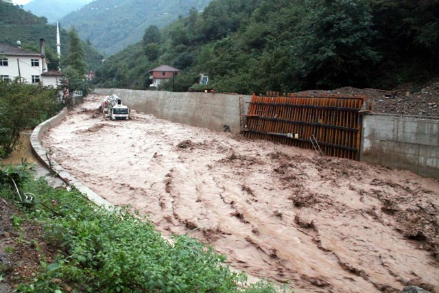 Trabzonda sel felaketi galerisi resim 19