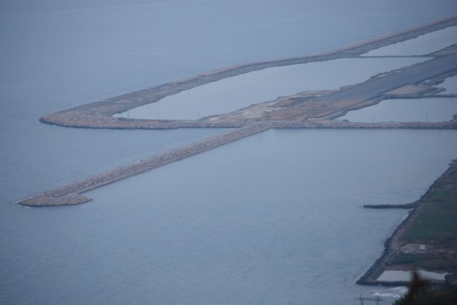 Deniz üzerine kurulan havalimanında sona doğru galerisi resim 1