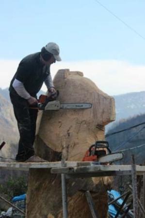 Ağaçtan 3 metrelik ayı heykeli yaptı galerisi resim 1
