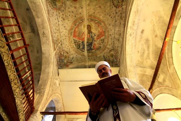 Cami kubbesinde Hazreti İsa ve havari figürleri var galerisi resim 4
