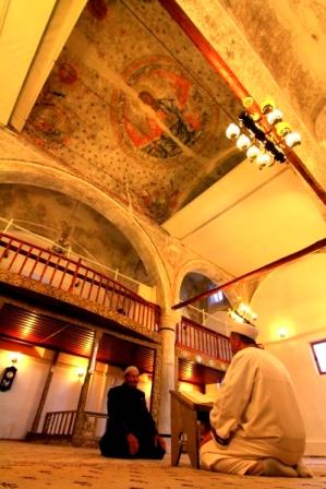 Cami kubbesinde Hazreti İsa ve havari figürleri var galerisi resim 7