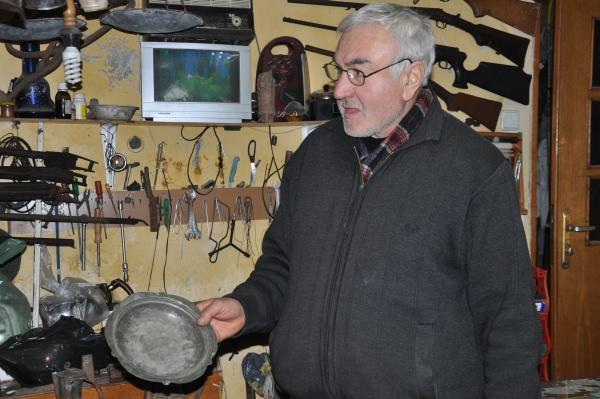 Babasından kalan asırlık eşyaları iş yerinde sergiliyor galerisi resim 3
