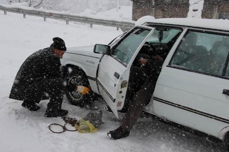 Sürücüler Karda Zor Anlar Yaşadı galerisi resim 7