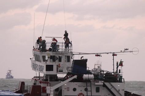 Karaya Oturan Gemiye Helikopterli Operasyon! galerisi resim 8