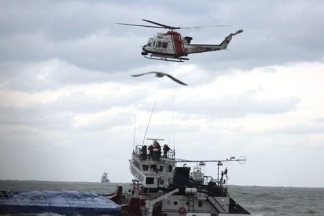 Karaya Oturan Gemiye Helikopterli Operasyon! galerisi resim 9