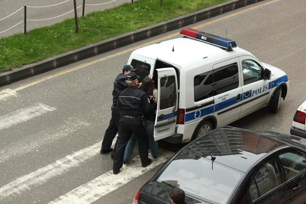 Polisin zor anları galerisi resim 1