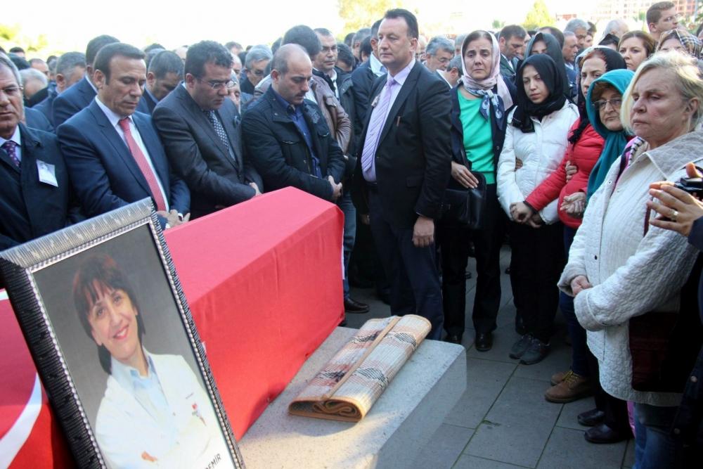 SAMSUN DOKTOR AYNUR DAĞDEMİR'İ BÖYLE UĞURLADI galerisi resim 14