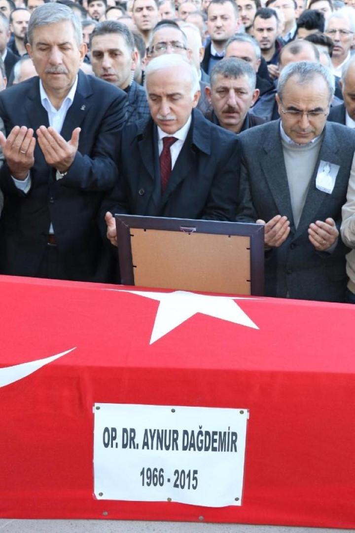 SAMSUN DOKTOR AYNUR DAĞDEMİR'İ BÖYLE UĞURLADI galerisi resim 6