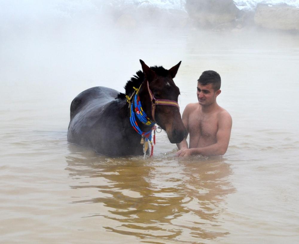 Manda ve Atlarını Kaplıca Sularında Yıkıyorlar galerisi resim 21