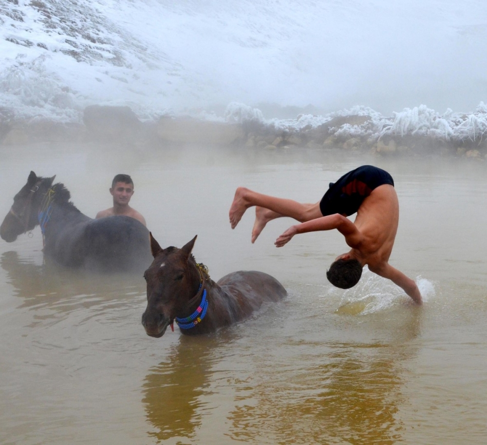 Manda ve Atlarını Kaplıca Sularında Yıkıyorlar galerisi resim 23