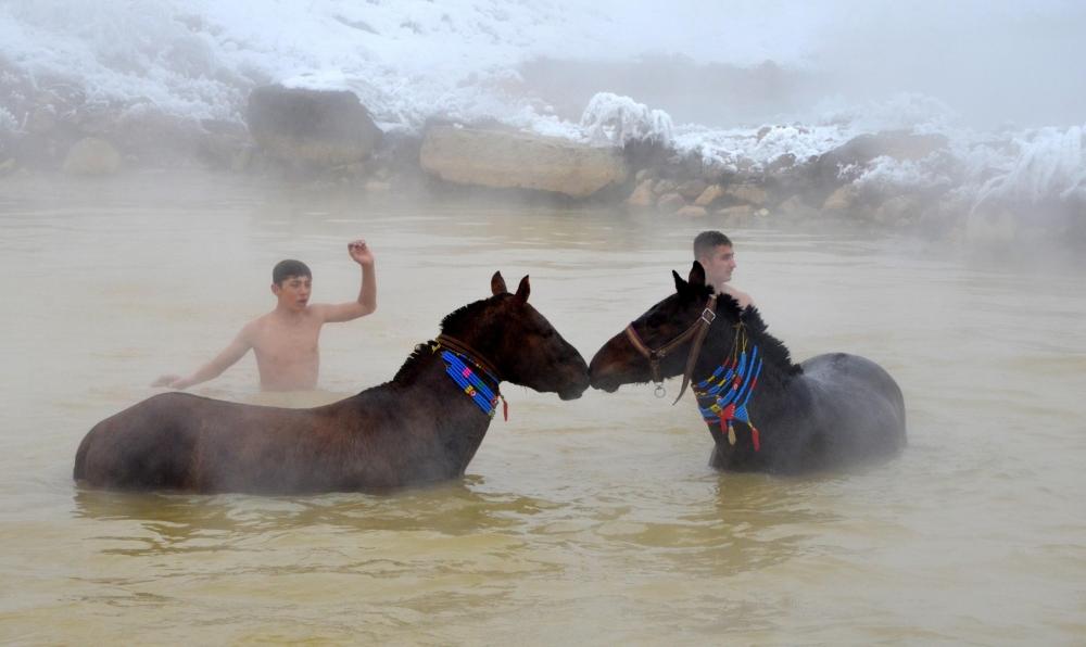 Manda ve Atlarını Kaplıca Sularında Yıkıyorlar galerisi resim 7