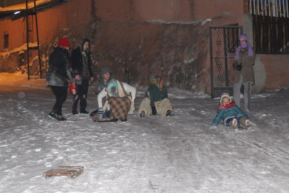 Samsun'da Kar Eğlencesi Yaş Tanımıyor galerisi resim 3