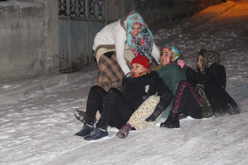 Samsun'da Kar Eğlencesi Yaş Tanımıyor galerisi resim 5