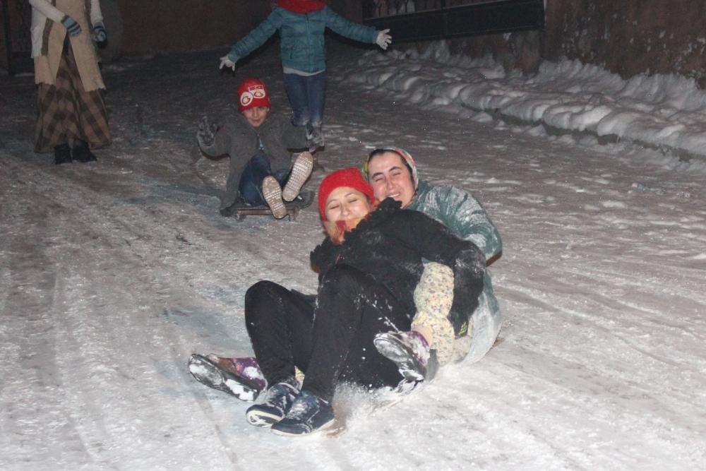Samsun'da Kar Eğlencesi Yaş Tanımıyor galerisi resim 4