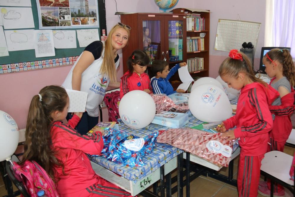 Samsun İlkadım Gençlik Merkezi İlkokulu Öğrencilerini Sevindirdi galerisi resim 13
