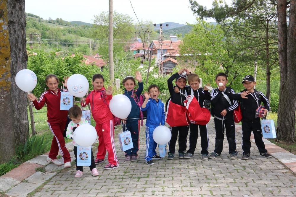 Samsun İlkadım Gençlik Merkezi İlkokulu Öğrencilerini Sevindirdi galerisi resim 17