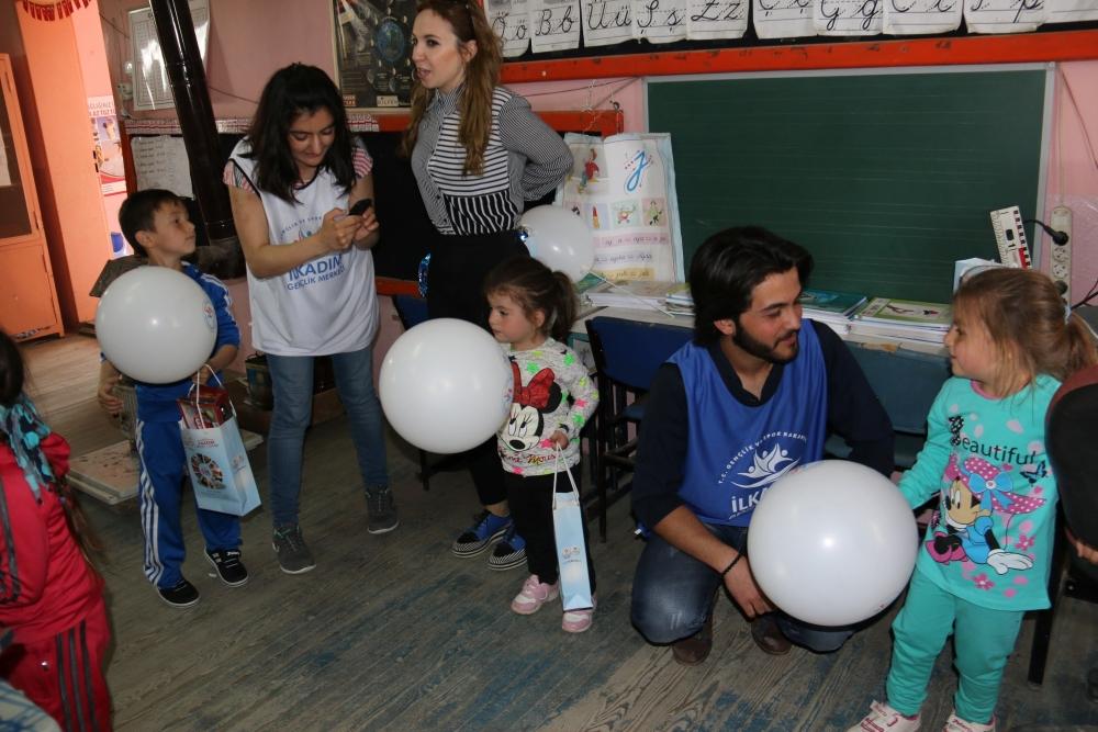 Samsun İlkadım Gençlik Merkezi İlkokulu Öğrencilerini Sevindirdi galerisi resim 8