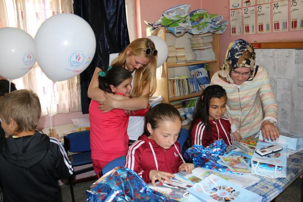 Samsun İlkadım Gençlik Merkezi İlkokulu Öğrencilerini Sevindirdi galerisi resim 9