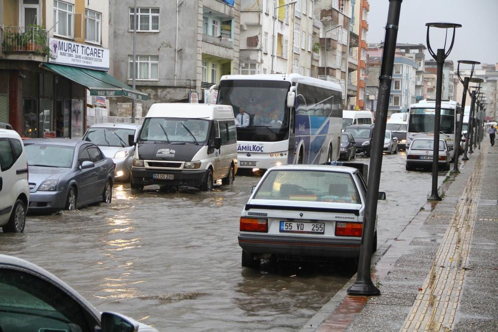 Samsun'da Sağanak Yağış Hayatı Felç Etti galerisi resim 2