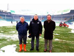 (Özel Haber) Bursa Atatürk Stadı'nda Hummalı Kar Temizliği