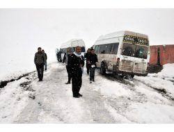 Siverek'te Öğrenci Servisleri Karda Mahsur Kaldı