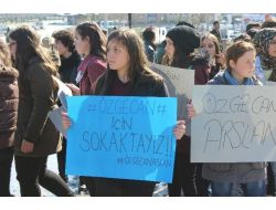 Çarşamba'da Kız Öğrenciler Özgecan İçin Yürüdü