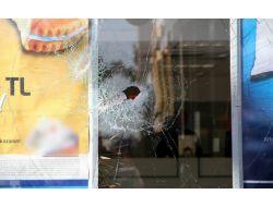 Banka Şubesine Baltalı Saldırı