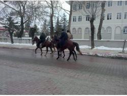 Afyonkarahisar'dan 4 Atlı Geçti