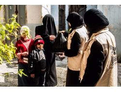 İhh'dan 500 Suriyeliye Gıda Paketi