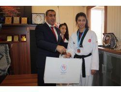 Avrupa Şampiyonu Tekvandoculardan, Gençlik Ve Spor İl Müdürü Şiran'a Ziyaret