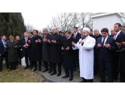 Başbakan Davutoğlu, Budapeşte'de Türk Şehitliği'ni Ziyaret Etti
