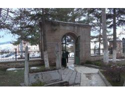 Süleyman Şah'ın Mezarı Oğlunun Yanına Yakışır