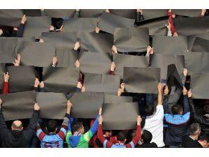 Trabzonsporlu Taraftarlardan Tff'ye Siyah Kartonlu Tepki