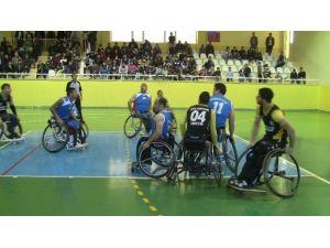 Engelli Basketçilerden Özgecan'a Anlamlı Destek