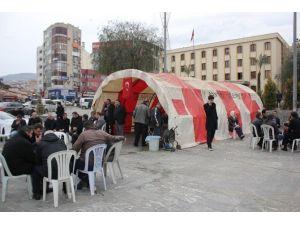 İzmir'de Ölen Ülkücü Genç İçin Taziye Çadırı Kuruldu