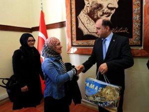 Vali Çomaktekin Hollanda'dan Gelen Türk Gençleri Kabul Etti