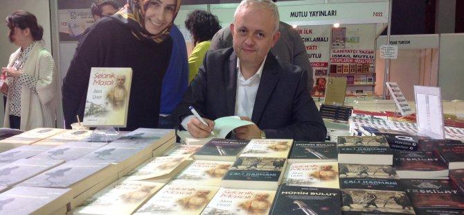 Üner, İstanbullu Okurlarıyla Buluştu