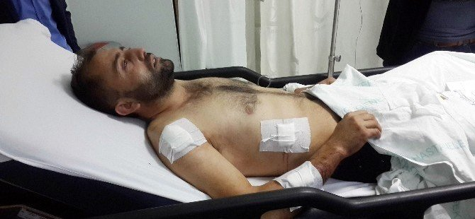 Oy Verirken Üç Yerinden Bıçaklandı