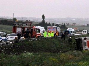 Çorum'da Yolcu Otobüsü Devrildi: 21 Yaralı