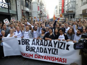 İstiklal Caddesi'ndeki 'Gezi' Eyleminde Polis İle Grup Arasında Arbede Çıktı