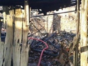 İzmir'de Tarihi Kasabada Çıkan Yangın Korkuttu