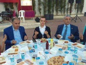 """AK Parti Genel Başkan Yardımcısı Hotar: """"Uzattığımız Eli Tutun"""""""