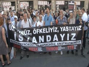 Atatürk Havalimanı'ndaki Terör Saldırısını Kadıköy'de Protesto Ettiler