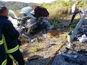 Manavgat'ta Ciple Otomobil Çarpıştı: 2 Ölü, 6 Yaralı